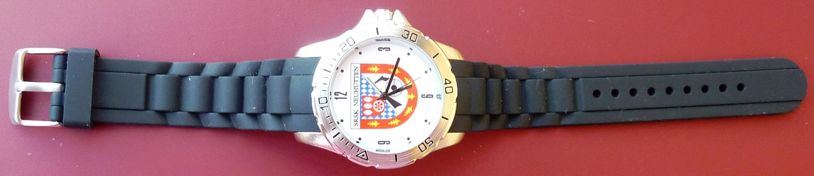 Armbanduhr mit Vereinslogo